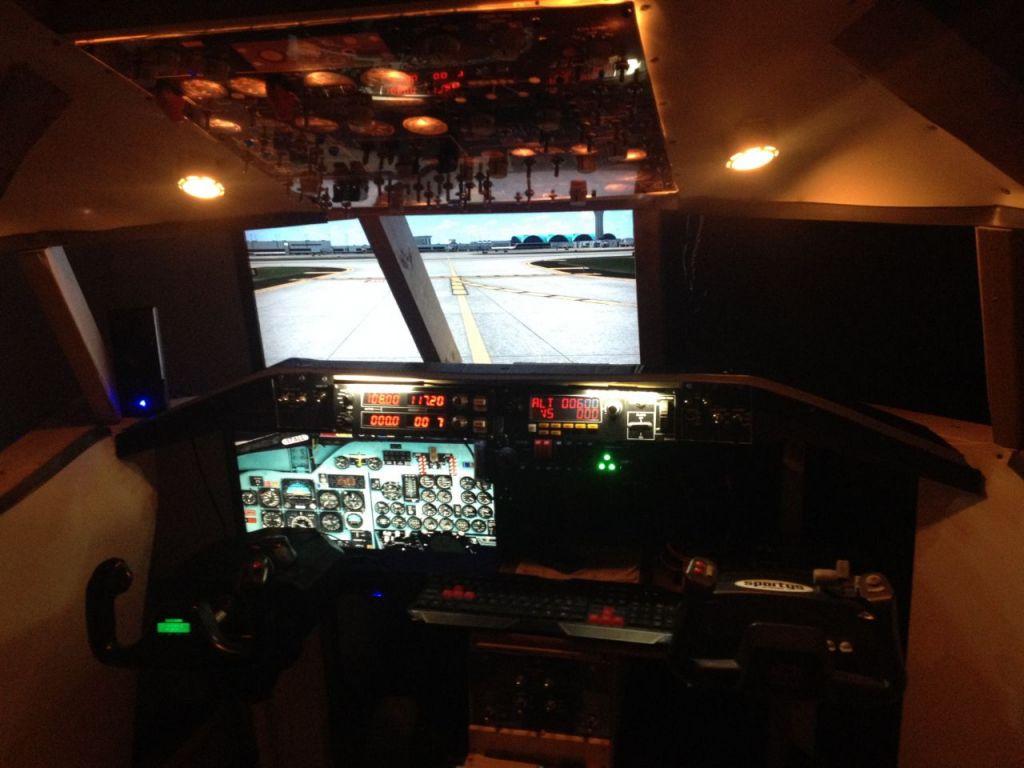 MD-80 Cockpit April2014 4