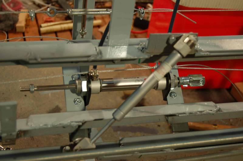 Hydraulic damping cylinder