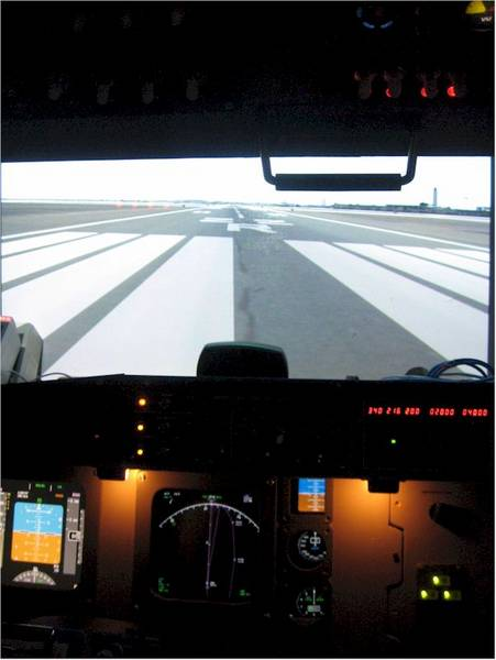 Simpit using new PJ358 projector for windscreen view (Rwy 22R)