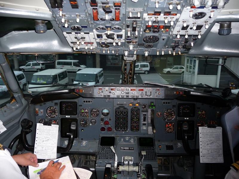 737-400 Cockpit