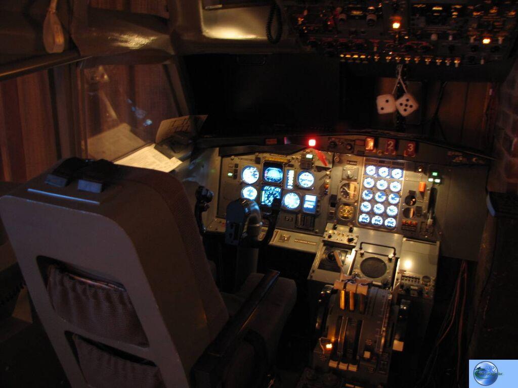 Boeing 727-230 Cockpit